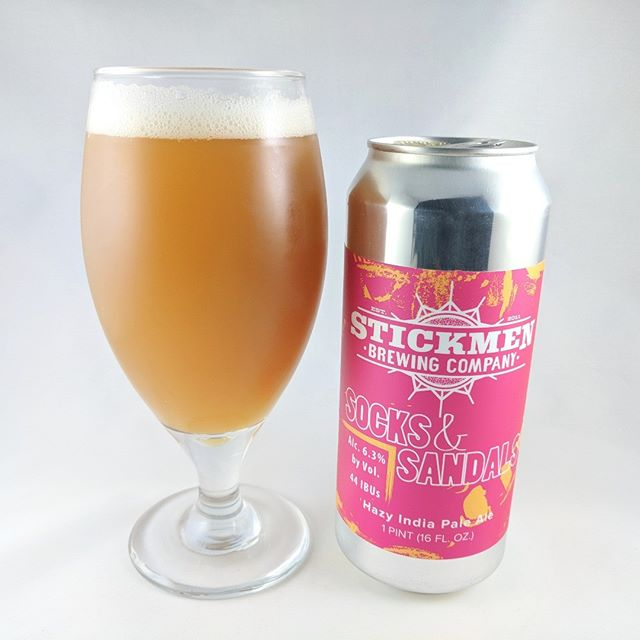———————————– Beer: Socks and Sandals Style: IPA ABV: 6.3% IBU: 44 Hops: Citra, Summit, Mosaic, Rakau ———————————– Brewery: Stickmen Brewing Company – Lake Oswego, OR Brewery IG: @stickmenbrewery ———————————– Rating: 3.5/5 Notes: Peachy but not in any sort of overpowering way but to be honest I wish it was more peachy. It's good but lacking in fruity flavor. High hopes for Stickmen and looking forward to seeing more of their beers soon. ———————————– #stickmenbrewing #stickmenbrewery #beer #thebeersbeer #beers #cheers #brewery #brew #beersoftheworld #hophead #hops #microbrew #drinkbeer #hazy #haze #brewposts