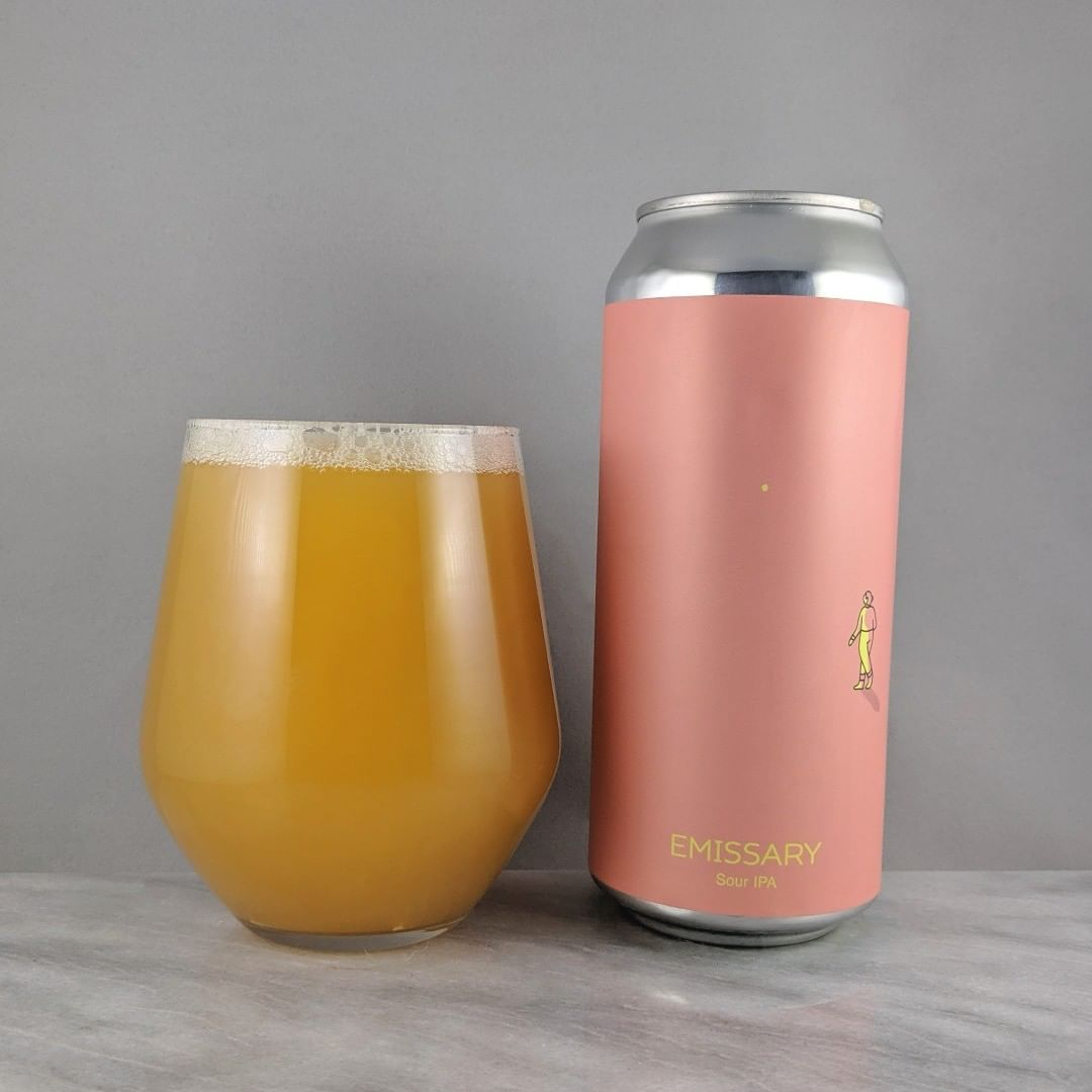 𝐁𝐞𝐞𝐫: Emissary 𝐒𝐭𝐲𝐥𝐞: Sour 𝐀𝐁𝐕: 6% 𝐈𝐁𝐔: – 𝐇𝐨𝐩𝐬: Hallertau Blanc and Azacca ———————————– 𝐁𝐫𝐞𝐰𝐞𝐫𝐲: Hudson Valley Brewing – Beacon, NY 𝐁𝐫𝐞𝐰𝐞𝐫𝐲 𝐈𝐆: @hudsonvalleybrewery ———————————– 𝐑𝐚𝐭𝐢𝐧𝐠: 4.25/𝟓 𝐍𝐨𝐭𝐞𝐬: A great sour. The balance of sourness and sweetness is right on. Some vanilla and orange I get for the most prominent flavors.  𝐂𝐚𝐧 𝐀𝐫𝐭: Nice and simple but cool.  𝐃𝐫𝐢𝐧𝐤𝐚𝐠𝐞: No date on can but I think this was on the older side.