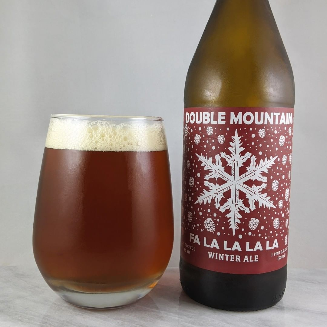 𝐁𝐞𝐞𝐫: Fa La La La La 𝐒𝐭𝐲𝐥𝐞: Winter Ale 𝐀𝐁𝐕: 7.6% 𝐈𝐁𝐔: 85 𝐇𝐨𝐩𝐬: Centennial ———————————– 𝐁𝐫𝐞𝐰𝐞𝐫𝐲: Double Mountain Brewing – Hood River, OR 𝐁𝐫𝐞𝐰𝐞𝐫𝐲 𝐈𝐆: @doublemountain ———————————– 𝐑𝐚𝐭𝐢𝐧𝐠: 4/𝟓 𝐍𝐨𝐭𝐞𝐬: For this style this is tasty. I went into it thinking it was going to be not my style but there's no overly spice or weird holiday flavors. It's a solid winter ale. Malty, not bitter and slightly sweet. Very nice. #sponsored 𝐁𝐨𝐭𝐭𝐥𝐞 𝐀𝐫𝐭: It's certainly got the holiday feel down.  𝐃𝐫𝐢𝐧𝐤𝐚𝐠𝐞: 18 days after date on bottle.