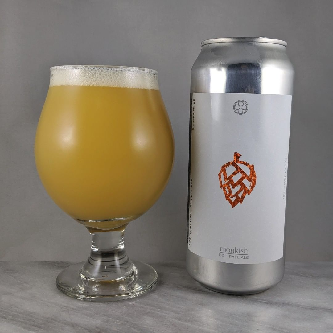 ????: Glitter Orange Hop ?????: Pale Ale ???: 6.4% ???: – ????: Pale Ale with Citra ———————————– ???????: Monkish Brewing Company – Torrance, CA ??????? ??: @monkishbrewing ———————————– ??????: 4.25/? ?????: The orange flavor is nice and smooth. This certainly is a crushable beer. It's easy drinking with some sweetness and some easy going hoppiness. #monkishmonday ??? ???: Awesome orange foil label.  ????????: 6 days after date on can