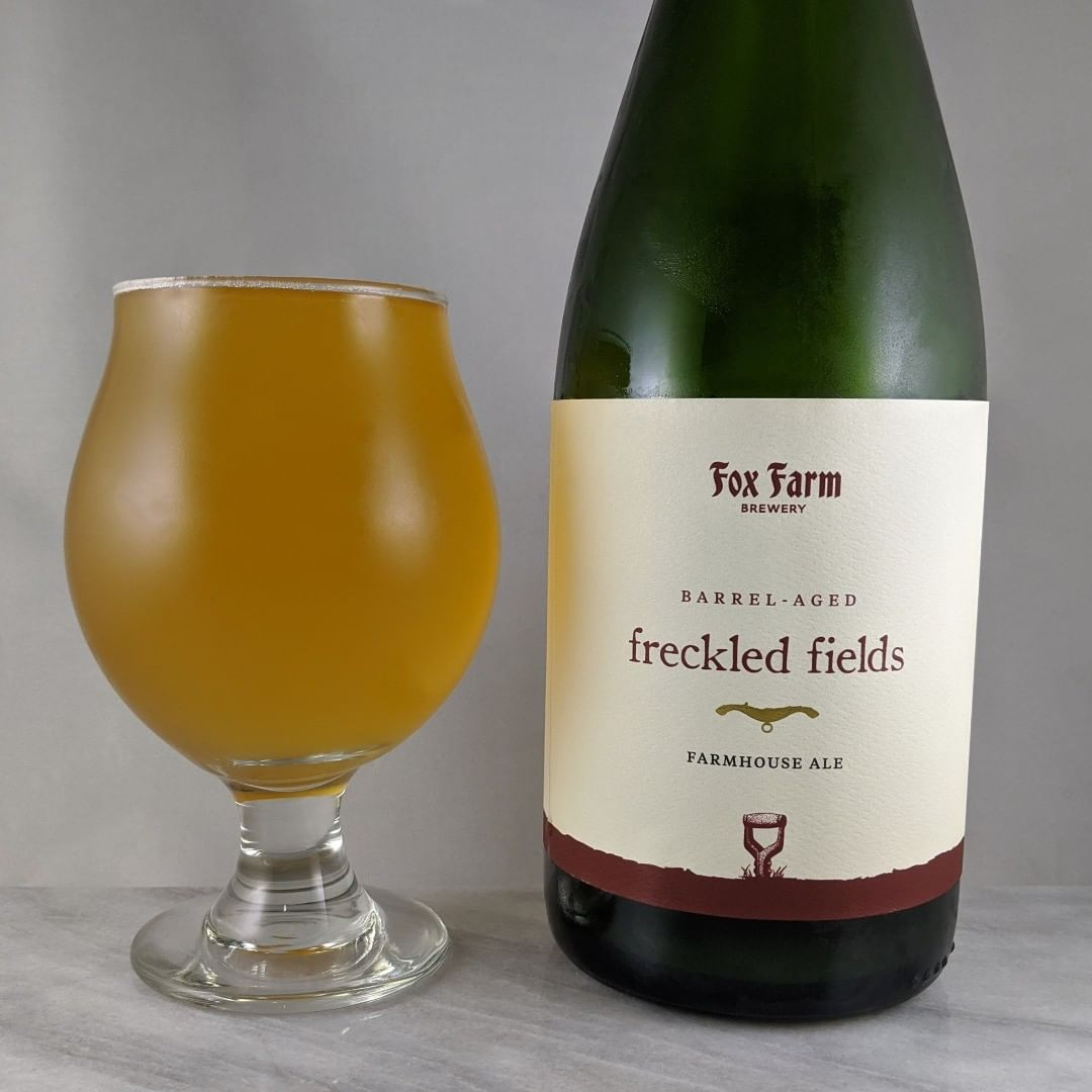 𝐁𝐞𝐞𝐫: Barrel Aged Freckled Fields 𝐒𝐭𝐲𝐥𝐞: Saison/Farmhouse Ale 𝐀𝐁𝐕: 5% 𝐈𝐁𝐔: – 𝐇𝐨𝐩𝐬: – ———————————– 𝐁𝐫𝐞𝐰𝐞𝐫𝐲: Fox Farm Brewing – Salem, CT 𝐁𝐫𝐞𝐰𝐞𝐫𝐲 𝐈𝐆: @foxfarmbeer ———————————– 𝐑𝐚𝐭𝐢𝐧𝐠: 4.5/5 𝐍𝐨𝐭𝐞𝐬: It's got the funk and some slight barrel flavor. I get some apple notes that I pick up on mostly. Not a ton of oak barrel but some. Very smooth and not overly tart or acidic. Very enjoyable brew. I could drink this all day.  𝐁𝐨𝐭𝐭𝐥𝐞 𝐀𝐫𝐭: Simple and classy.  𝐃𝐫𝐢𝐧𝐤𝐚𝐠𝐞: Bottled in March 2019. Drank Nov 2019. ———————————–