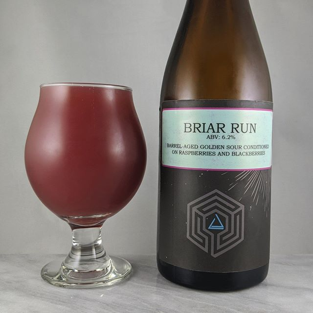????: Briar Run ?????: Sour/Fruit ???: 6.2% ???: – ????: – ———————————– ???????:  Ruse Brewing – Portland, OR ??????? ??: @ rusebrewing ———————————– ??????: 4.5/? ?????: Super tasty and fruity beer from Ruse. Great carbonation, flavor and tartness. It's sweet but also dry.  ?????? ???: Seems like the default bottle label for Ruse.  ????????: Pretty fresh at around a week after release.